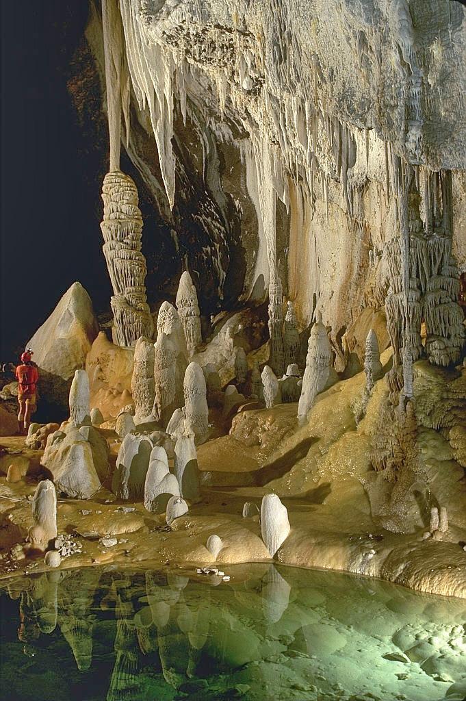 Lechuguilla_Cave_Pearlsian_Gulf